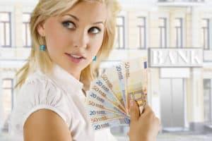 frau-mit-geld-300x200