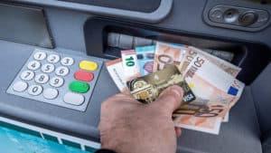geld-im-bankomat-300x169